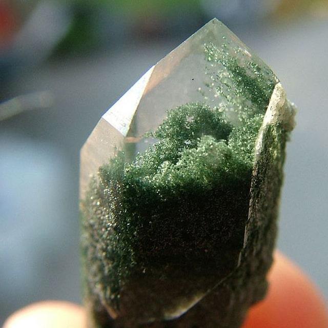 クローライトを内包した水晶(ガーデンクォーツ)